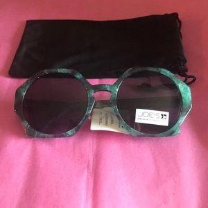 f40f7c5650eba Joe s Jeans Accessories - Joes Jeans Women s Geo Sunglasses